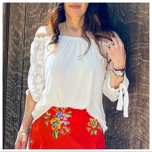 Off the shoulder lace sleeves round hem tunic top